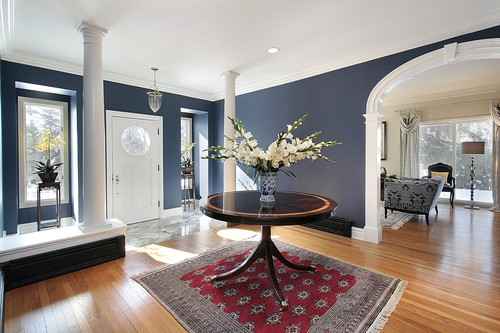 Both circular and square or even rectangula rugs are perfect for a foyer.