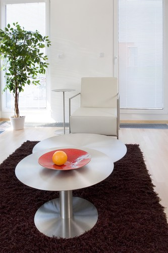 Use rugs in earthy shades to attract positive energy